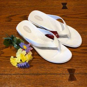 OKABASHI  White Flip Flops